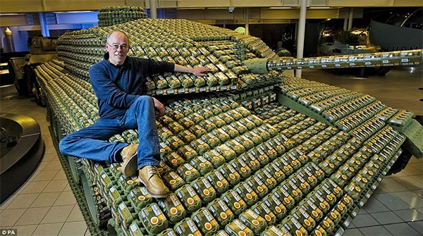 Full-size Tank Made From More Than 5,000 Egg Boxes