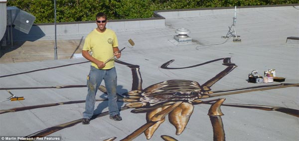 Spiders Optical Illusion Painting on Buildings