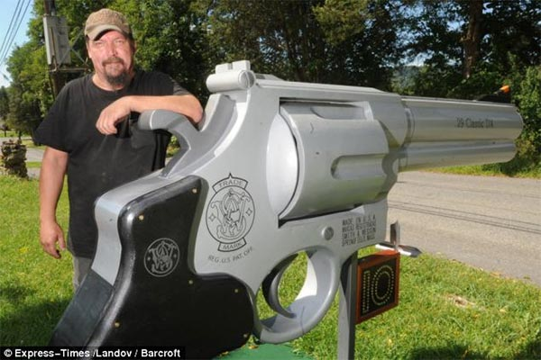 Gun Fanatic Creates Giant Gun-Shaped Mailbox
