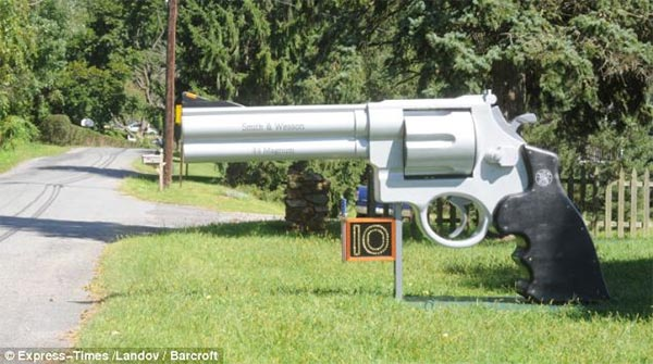 Gun-Shaped Mailbox by Roger Buchko