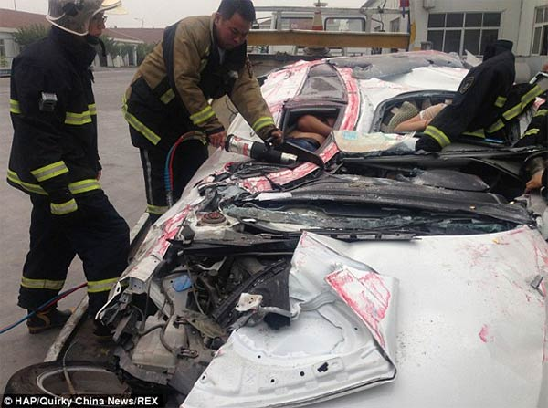 Man & Woman Survive After Shocking Accident in China