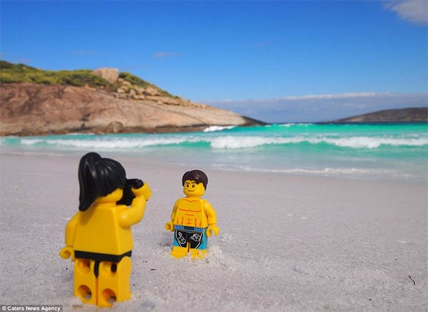LEGO Travellers Couple