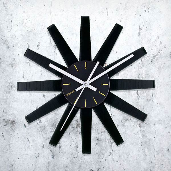 A Unique Clock Collection Made Of Old Vinyl Records