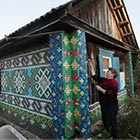 Woman Decorates her House with 30,000 Bottle Caps