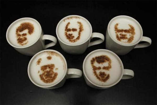 Russian politicians drawn in cocoa atop latte foam