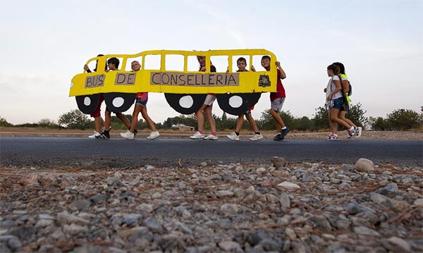 Spain Students Protest again Bus Suspension