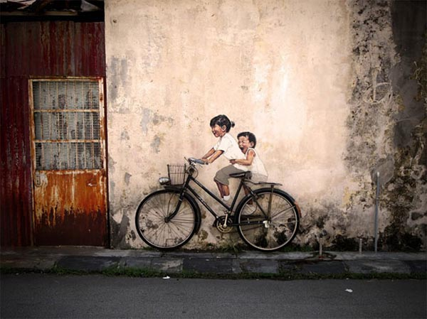 Interactive Street Art in Malaysia by Ernest Zacharevic