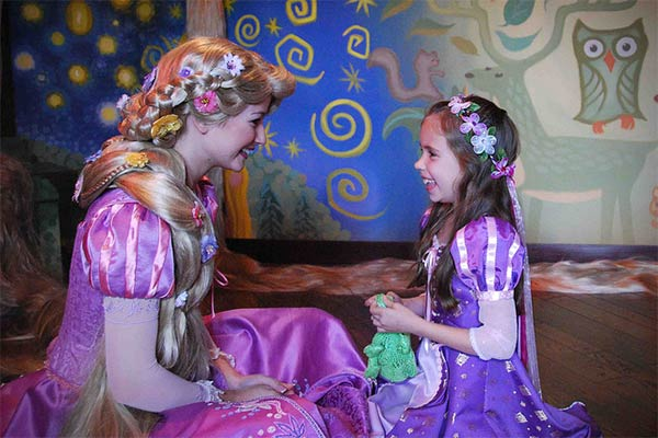 Mother Hand-makes Amazing Disney Costumes for Daughter