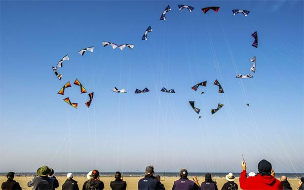 Car-Shaped Formation of Kites